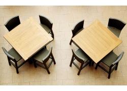咖啡馆内的桌椅