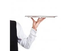 服务员手中的托盘