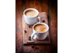 两杯香浓的咖啡