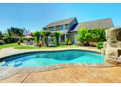 别墅与游泳池图片