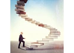 走在书本搭起的阶梯上的男人