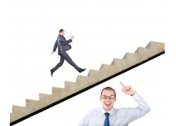 楼梯上的男人和楼梯下的男人
