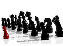 黑色国际象棋前的红色国际象棋