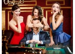 女人与赌博的男人