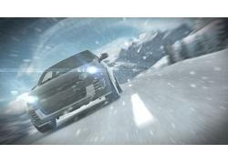 雪中行驶的汽车