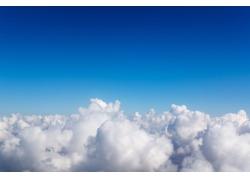 云朵上的蓝天