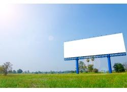 高速公路旁广告牌
