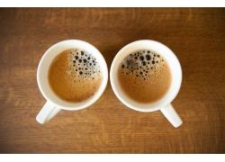 桌子上的咖啡杯摄影