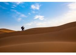 沙漠中的旅游人物