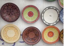 民族风格花纹的盘子