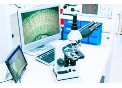 办公桌上的电脑显微镜摄影