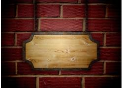 红砖墙壁与木纹挂牌