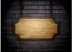 木板挂牌与砖墙背景