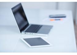 笔记本电脑与平板电脑