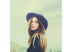 戴帽子的清纯女孩