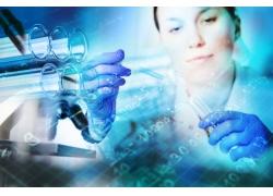 做实验的女科学家