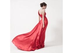 穿着红裙子的女人